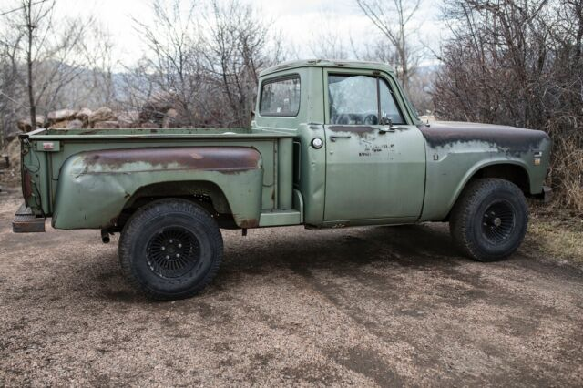 1971 International 1110 Pickup 4X4 345 V8 short bed step
