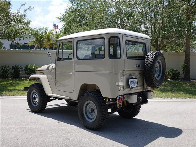 1971 Toyota Land Cruiser FJ40 - Stunning Nut and Bolt Restoration