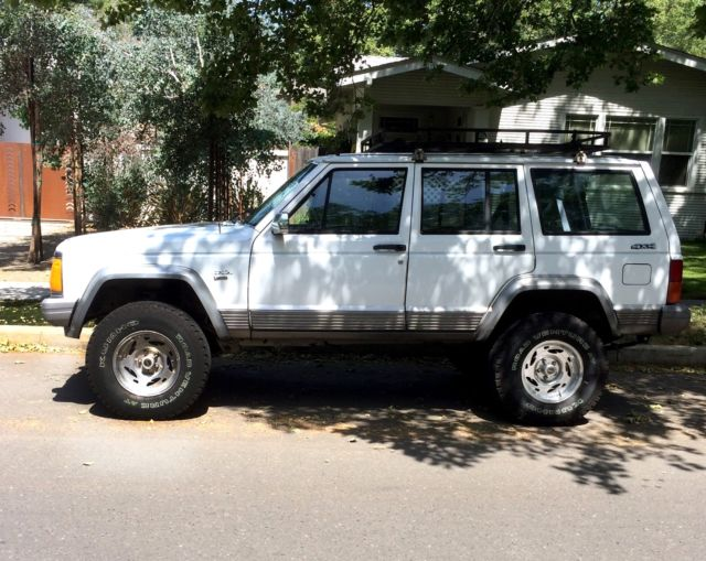 1990 jeep cherokee laredo 4x4 for sale in turlock california united states. Black Bedroom Furniture Sets. Home Design Ideas