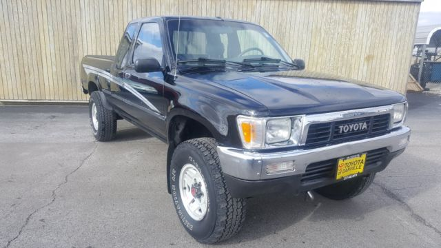 1990 Toyota Pickup Deluxe X-Cab 4X4 5 Speed Manual 22R-E for