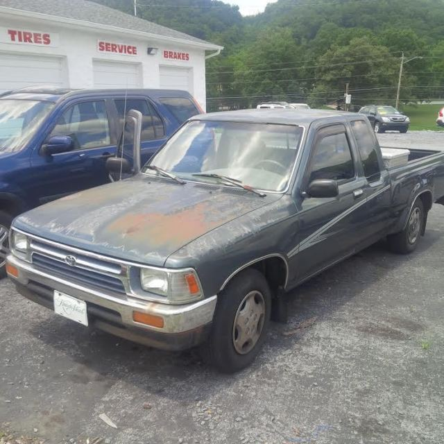 1992 Nissan King Cab Transmission: 1992 Toyota Pickup 22RE Engine- Needs Repair For Sale In