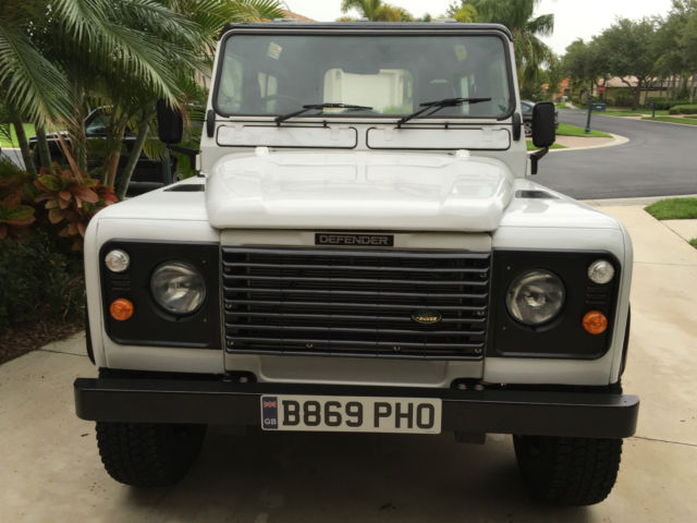 Land Rover Defender 90 County Station Wagon for sale in Naples