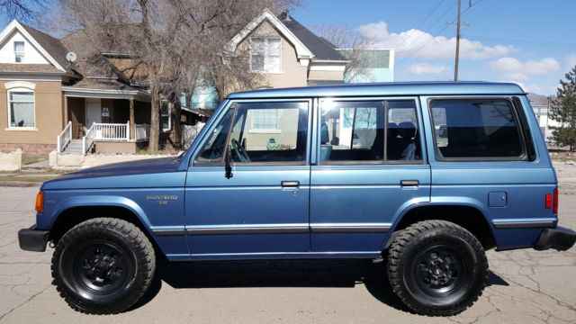 rare 1990 mitsubishi montero rs 4 door 4x4 with automatic transmission blue for sale in south. Black Bedroom Furniture Sets. Home Design Ideas