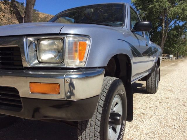 Toyota Extra Cab Pickup Truck 4x4 SR5 22RE 5 Speed LOW MILES