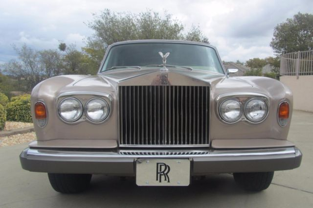 wow rolls royce silver wraith ii 1977 only two owners. Black Bedroom Furniture Sets. Home Design Ideas
